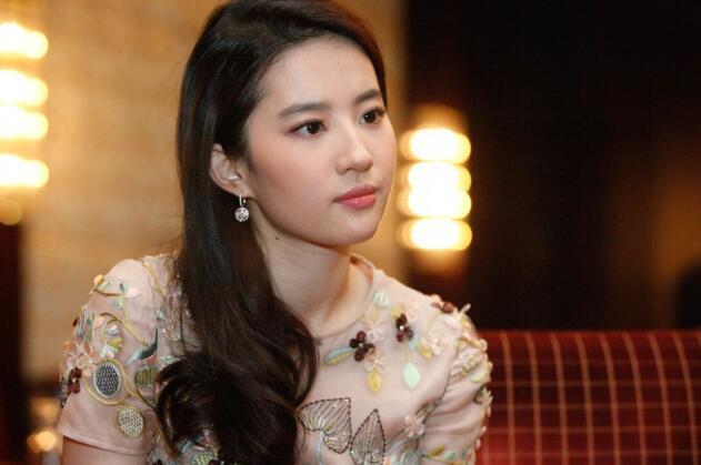 唐嫣向刘亦菲炫耀结婚证, 刘亦菲的回复, 够网友笑一年-第3张图片