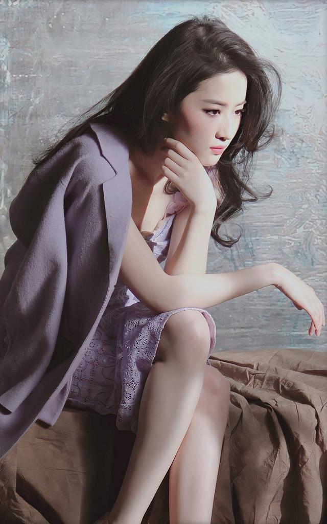 刘亦菲紫色连衣裙淡雅浪漫、气质独特-第9张图片