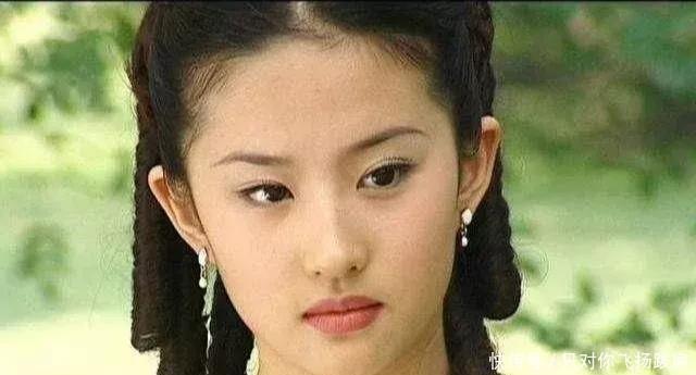 刘亦菲8岁、15岁、18岁、27岁、30岁,你被几岁的刘亦菲惊艳了?-第2张图片
