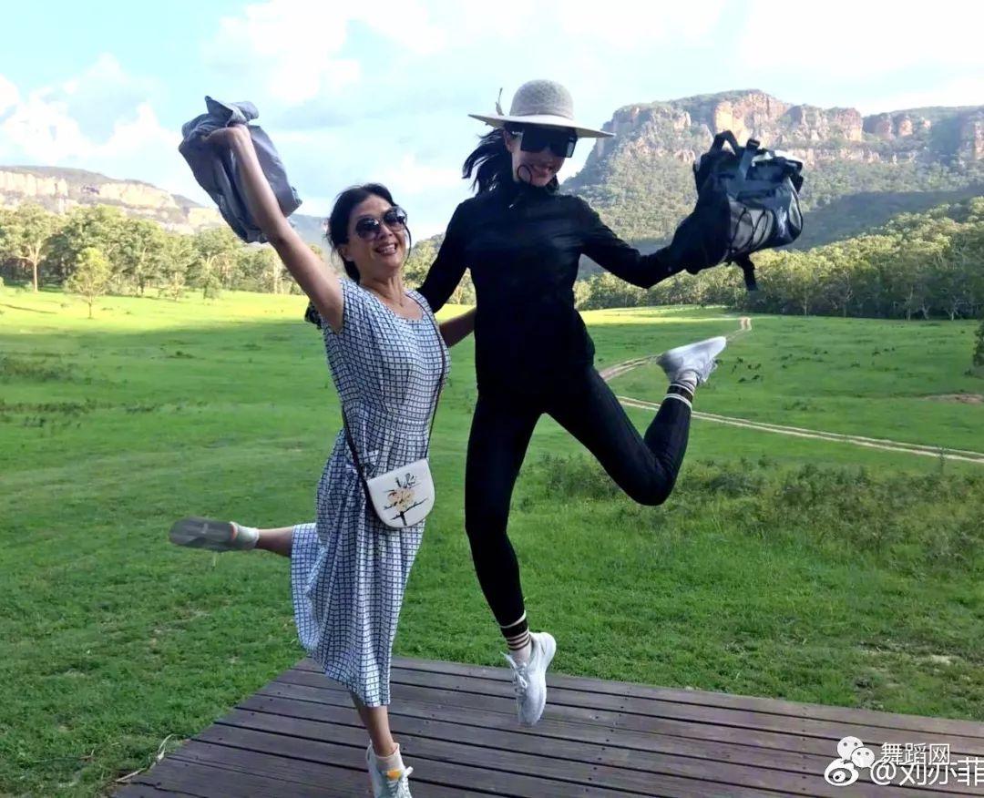 刘亦菲在练功房跳舞,基础相当扎实-第9张图片